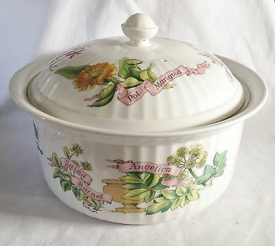 Royal Worcester - Country Kitchen Casserole Dish and Lid - Serving Dish