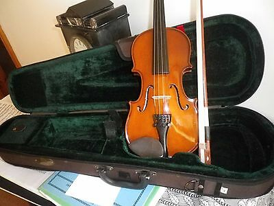 1/4 size Stentor violin with bow and case in excellent condition