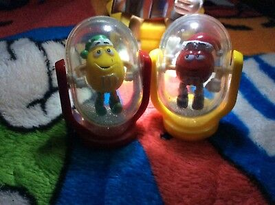 M&M 2 xmas spin globe toys yellow &red inside a clear globewith glitter inside