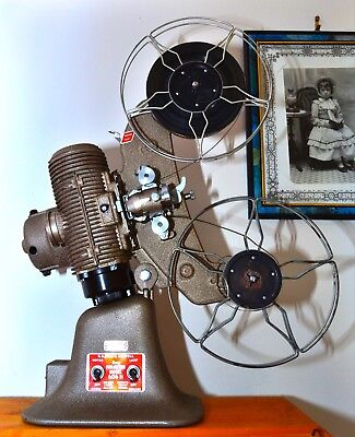 Bell & Howell 606H 8mm Projector mint with 2 wire spools