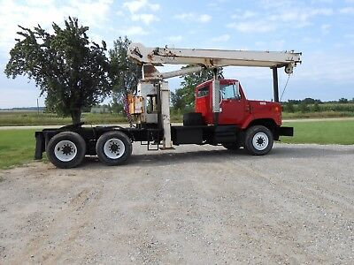 1996 international stinger truck with 5th wheel hitch and center mounted crane