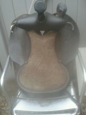 Vintage western / mexican leather saddle
