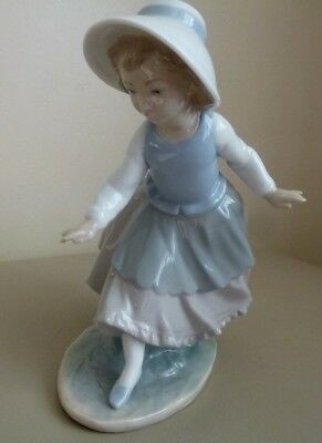Nao By Lladro Figurine - Girl With Bonnet