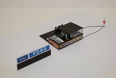 Ho Slot Car  PIT STOP FORD   RACING TEAM UNIT & SIGN  has 5 PEOPLE, LED LIGHT