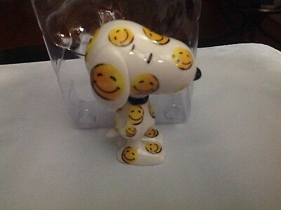 Dept 56 Mini Snoopy Happy Hound With Smiley Faces Porcelain Figure 2014 New