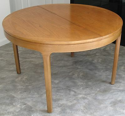 Nathan Teak Round Dining Table 122cm (4ft) Dia Extends to 168cm (5ft 6in) Oval