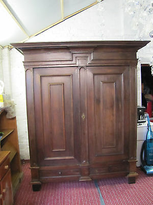 antique continental oak wardrobe/schrank
