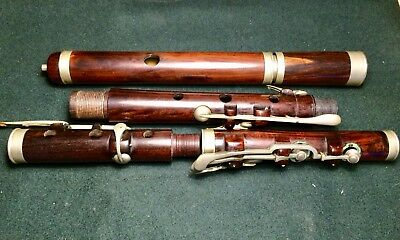 Vintage / Antique / Traditional Wooden Flute in need of restoration. 8 Keys
