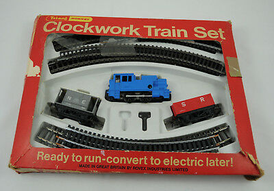 "Vintage Hornby Triang RS86 Clockwork Train Set ""Good Working Condition"""