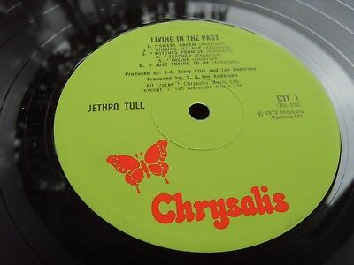 JETHRO TULL LIVING IN THE PAST 1st UK Press LP MINT- PLAY HARD BOOK SLEEVE