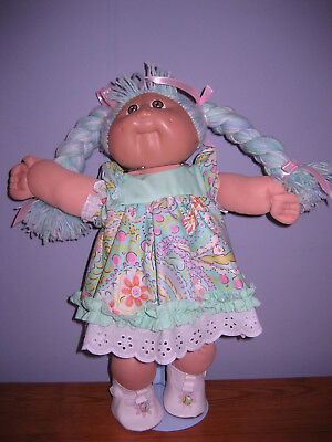 CABBAGE PATCH KID DOLL----Minty