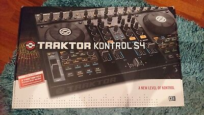 Native Instruments - Traktor Kontrol S4 Mk 1 [Includes Traktor Pro 2 Software]