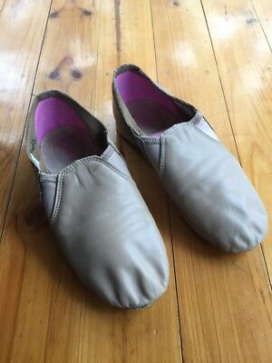 MDM Tan Split Sole Jazz Shoes size adult 7M (fit 12 year old boy)