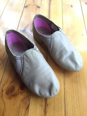 MDM tan split sole jazz shoes size adult 4M (fit 9 year old girl)