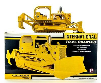 International TD-25 Crawler With Blade & Ripper By First Gear 1/25th Scale MINT