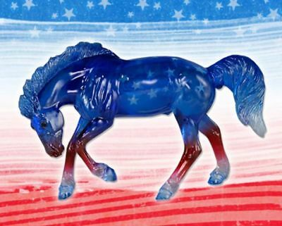 Breyer -- ALLEGIANCE 2017 Stablemates Club Red White and Blue Clearware Mustang