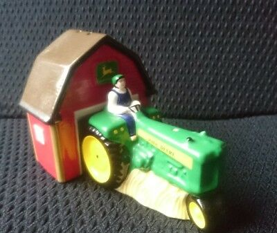 John Deere, Tractor and Barn salt and pepper pots