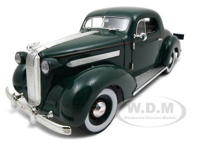1936 Pontiac Deluxe Green 1:18 Diecast Car Model By Signature Models 18106
