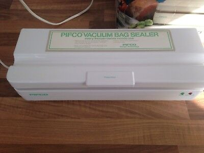 Vintage Pifco Vacuum Bag Sealer In Box With Instructions.For home food freezing.