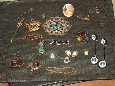 large lot of antique,vintage costume jewelry,broaches,pins,earrings,etc