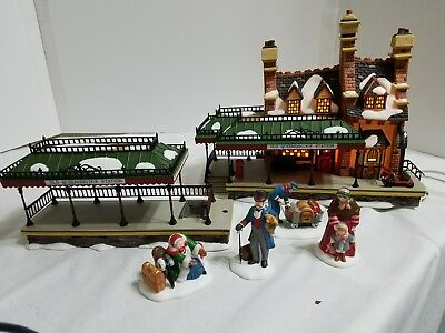 Dept 56 Dickens Village- Old Queensbridge Station & Meeting the Family accessory