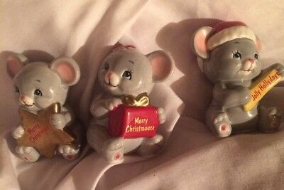 """VINTAGE Jolly CHRISTMAS MOUSE in SANTA HAT porcelain RUSS BERRIE 2""""  Lot Of 3"""