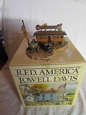 """RFD America Figurine by Lowell Davis """"Nel's Diner"""" LE  - #225601- #607M"""