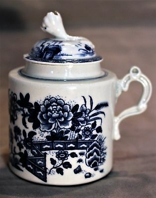 Dr. Wall Period Worcester Covered Mustard Pot in the Chinese Taste c. 1751-1783