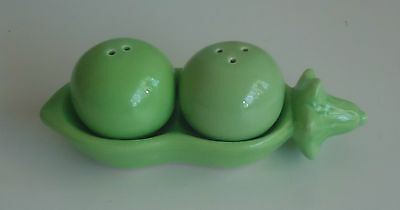 Cute 'Two Peas in a Pod' Salt & Pepper Shakers *Green