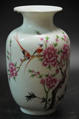 Chinese Famille Rose Porcelain painted Flower Vase