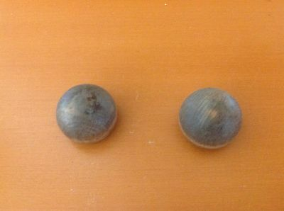 X018C VTG Wooden Knobs In A Shabby Chic brown Set Of 2