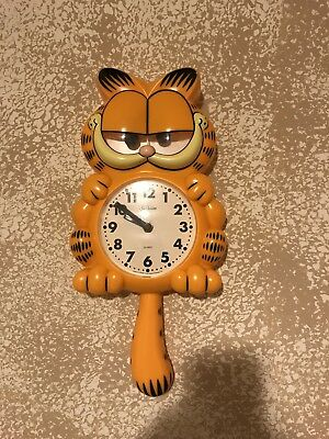 Vintage 1978 Sunbeam Garfield Animated Wall Clock-Works Great-With Box