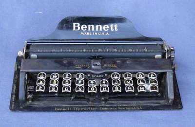 ANTIQUE BENNETT MIDGET TYPEWRITER, ORIGINAL LEATHER COVER, c. 1910-13