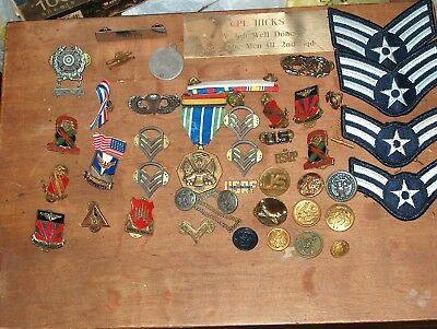 large lot of vintage military badges,pins,patches,medals,buttons,lot 2