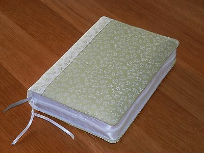 New World Translation 2013 Zipped Fabric Bible Cover - Green & White