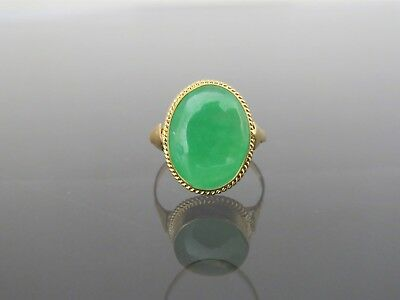Vintage 18K Solid Yellow Gold Oval Natural Apple Green Jadeite Jade Ring Size 6