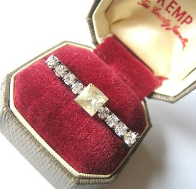 Vintage Jewellery – Art Deco Princess-Cut Clear Glass Diamante Bar Pin Brooch