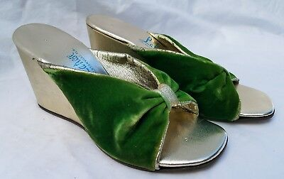1950s DEADSTOCK Joseph Larose Gold and Green Velvet Wedge Sandals Size 4.5M