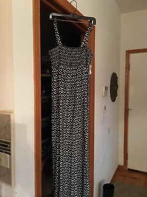 Old Navy Long Maturnity Dress Black And White