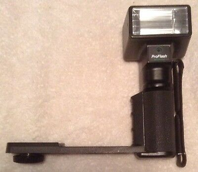 Polaroid Pro Flash Unit w Hand Held Camera Grip Mount