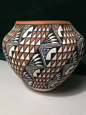 I. Chino Acoma N.M. New Mexico Large Ceramic Pot With Repeating Geometric Design