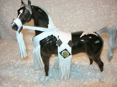 Peter Stone Arab Arabian Black/white glossy pinto,CM mane/tail. Outfit included