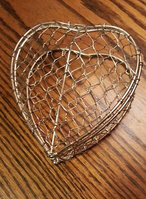 Thin Woven Wire Hinged Lid Open Heart Shaped Basket