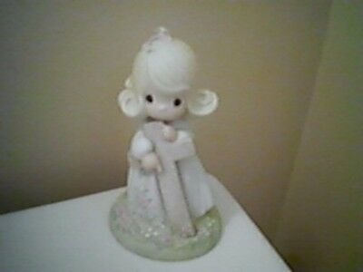 Precious Moments girl figurine - I BELIEVE IN THE OLD RUGGED CROSS - 1985