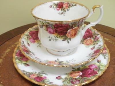 Royal Albert Tazza Porcellana Inglese Old Country Rose  Tasse Porcelaine Trio