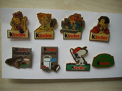 Lot 8 PIN'S KINDER + Attaches