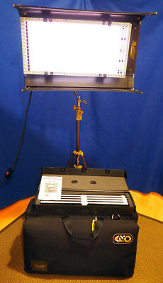 Kino Flo - Diva Lite 400 incl tungsten & daylight tubes, stand & carry case