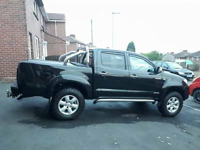 toyota hilux 3.0 invincable (NO VAT READY FOR WINTER