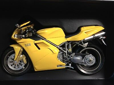 Protar 1/9 Ducati Desmoquattro 748 Biposto Road Bike Yellow Diecast Model 10433