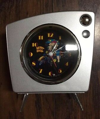 """Cute 2002 """"Betty Boop"""" Silver Old-Timey TV Alarm Clock Works! Lights Up! GUC"""